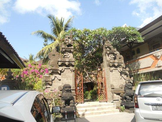 Kumala Hotel: Entrada do Hotel Kumala