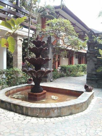 Kumala Hotel: Jardim