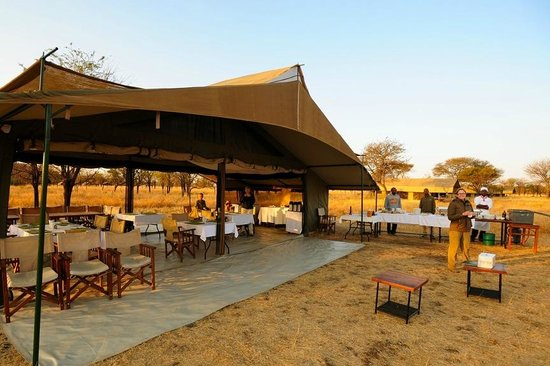 Kati Kati Tented Camp: Central Dinning tent and staff