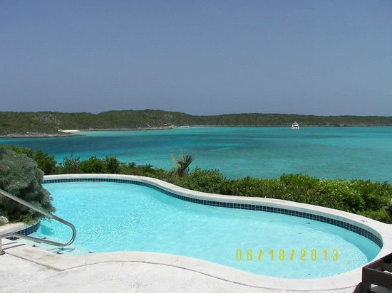 Fowl Cay Resort : This is overlooking the seldom used pool at the Hill House (Restaurant)