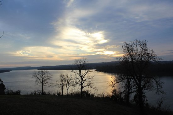 Cave in Rock State Park Lodge: Sunrise over the Ohio River
