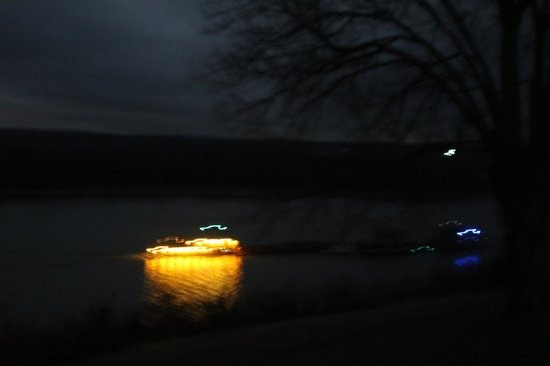 Cave in Rock State Park Lodge : Barge traffic at night