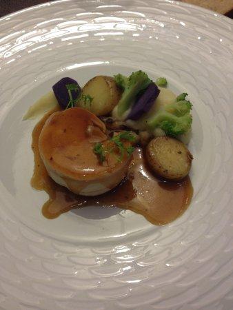 L'Assiette Roannaise : Poulet de bresse fourré au foie gras et cuit à basse temperature