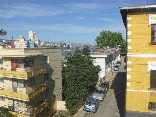 Hotel Cerro Castillo: Vista al mar y barrio del Cerro Castillo