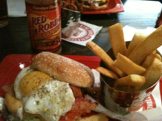 Photo of American Restaurant Red Robin Gourmet Burgers at 2468 Tyrone Blvd N, Saint Petersburg, FL 33710, United States