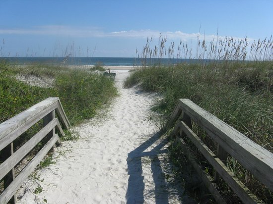 Holiday Isle Oceanfront Resort: Great Beach Access