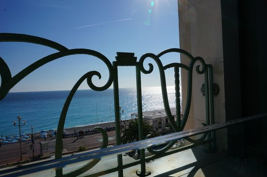 Hyatt Regency Nice Palais de la Mediterranee: Cote d' Azur from the lunch terrace