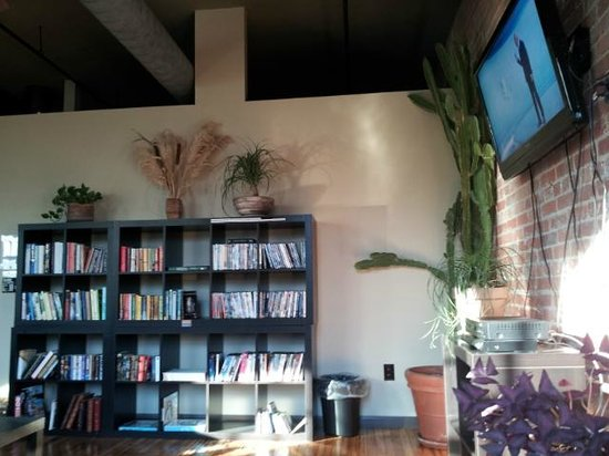 Sweet Peas Hostel: Common Area with Library View