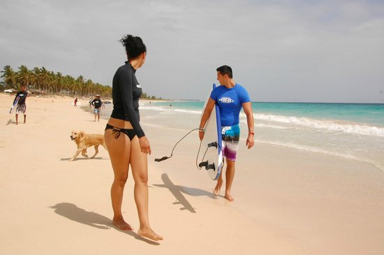 Macao Surf Camp: walking down the beach to get into the water for the first time.