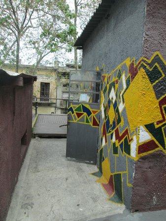 Willy Fog Hostel: acces terrace