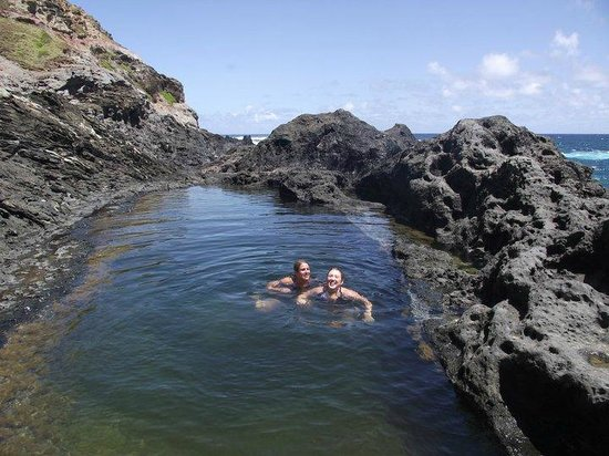 Maui Custom Tours: My friend and I swimming in the tidal pool