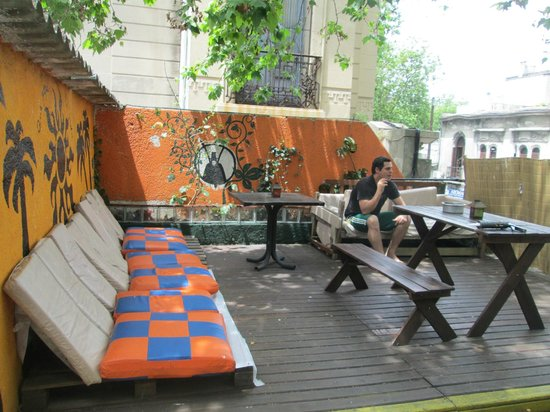 Willy Fog Hostel: terrace