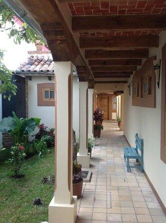 Hotel Posada El Zaguán: central walkway