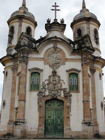 Igreja de São Francisco de Assis  A fachada da igreja provoca uma ilusão de  ótica 913fb1ce55