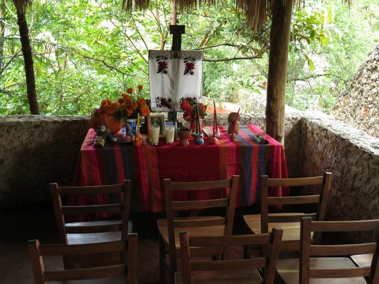 Casa Hamaca Guesthouse: Dias de Muertas Altar at the Guesthouse