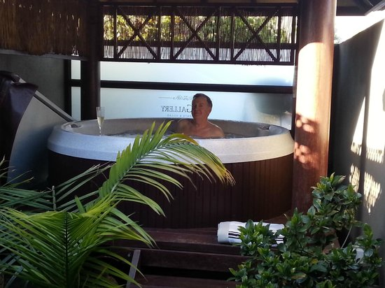 Gallery Apartments : Outdoor, undercover private Balinese hot tub.