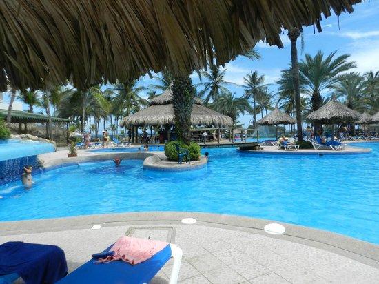 Isla Caribe Beach Hotel : piscinas