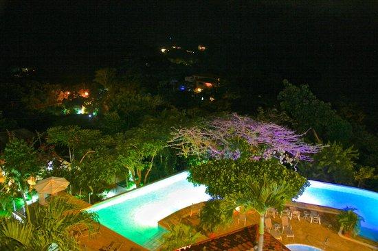La Mariposa Hotel : pool at night