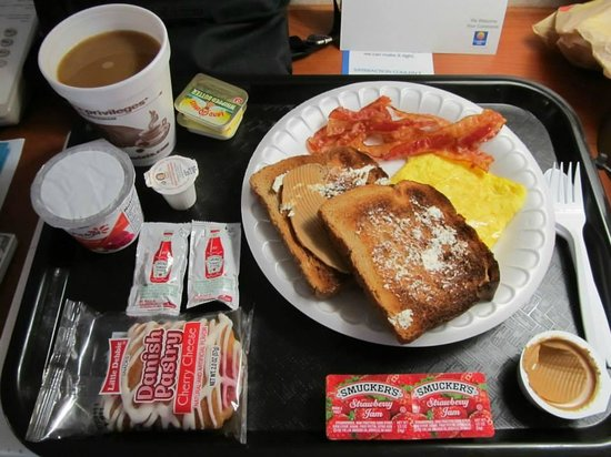 Comfort Inn: Continental Breakfast...just some of the choices!