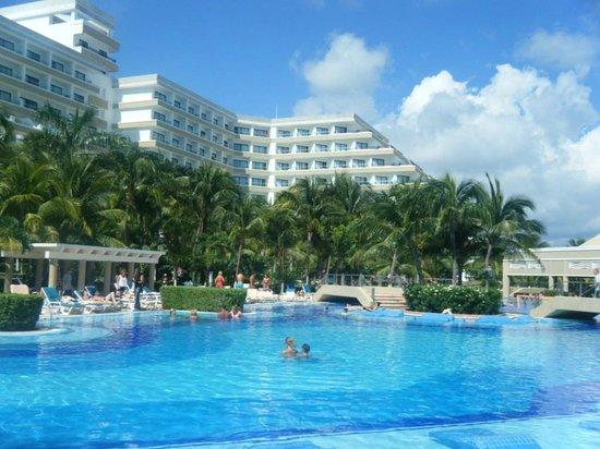 piscina picture of hotel riu caribe cancun tripadvisor. Black Bedroom Furniture Sets. Home Design Ideas