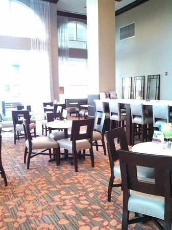 Holiday Inn Express Augusta North: breakfast area