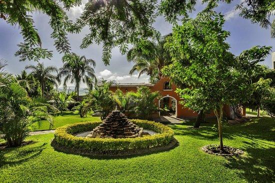 Casa Domingo Hotel Petit: Amplios Jardines