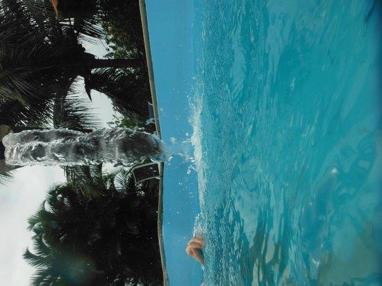 Pousada dos Guardioes : A piscina eh boa e bonita