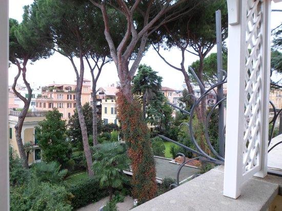 Hotel Villa Duse : terrace view.