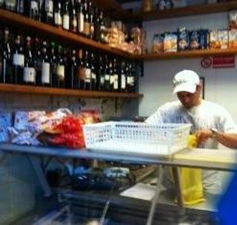Discover Positano - Daily Tour: Vincenzo's  family's market...buy the olive oil!!