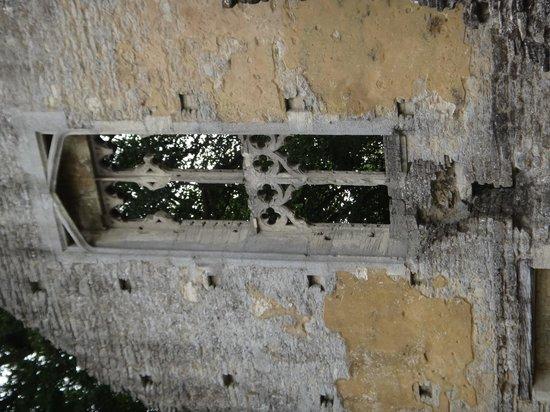 Minster Lovell Hall & Dovecote: Window detail