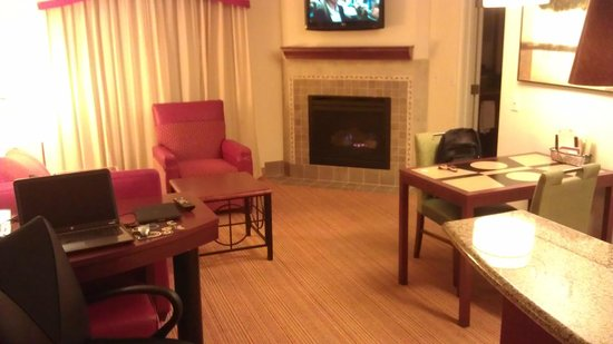 Residence Inn Dayton North: Living room, fireplace, dining area