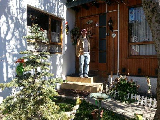Hostal Ainil: entrada principal