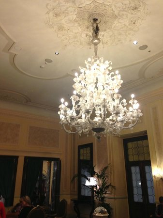 The Westin Europa & Regina, Venice : Chandalier in sitting room