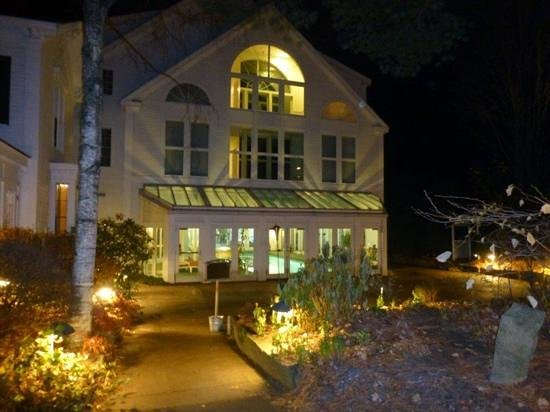 Harraseeket Inn : a view of the pool at night