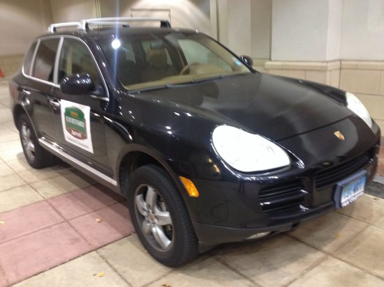 Courtyard by Marriott Stamford Downtown: Porsche Cayenne hotel shuttle?  Sure!