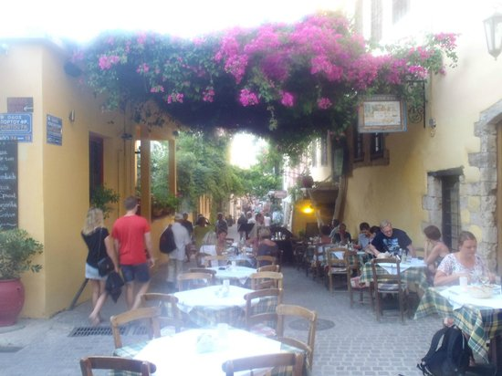 Loukia Hotel: This is what you can find through the alleys behind the hotel! Beautiful and cheaper restaurants