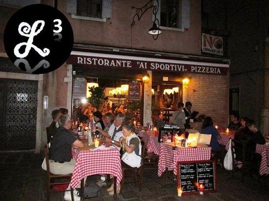 Ristorante Pizzeria Ai Sportivi: Outdoor eating area
