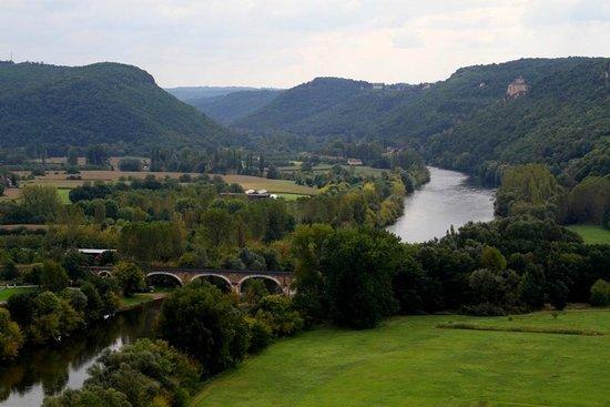 Château de Beynac : View upstream from Chateau de Beynac.  Taken from the ramparts.