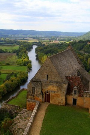 Château de Beynac : The view from the ramparts over the 12th Century chapel with the Dordogne River below.