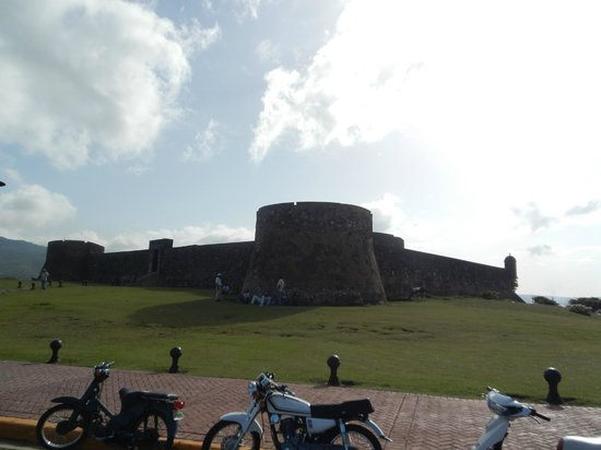 Malecon Puerto Plata : Outside the Fortress