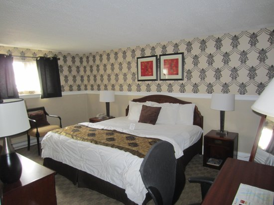 Rodeway Inn Logan International Airport: The Bed