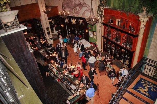 Zeffirino Ristorante: The bar area closed for our cocktail hour