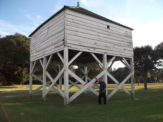 Mansfield Plantation : Old winnowing shed