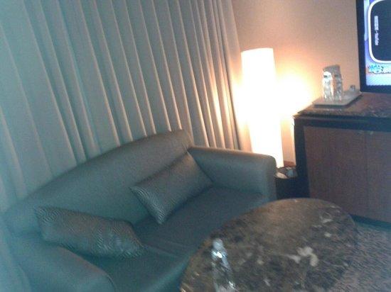 Hotel National: sofa area
