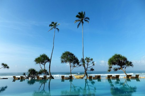 The Fortress Resort & Spa: Pool area