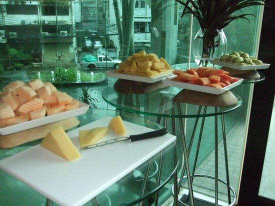 LiT BANGKOK Hotel: fruits