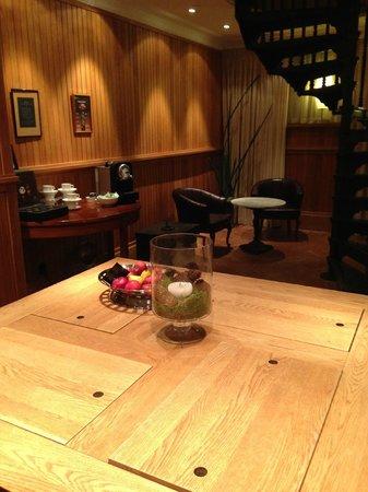 Grand Hotel Lund : 地下の娯楽室 無料と思われるコーヒーセット