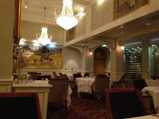 Grand Hotel Lund : 豪華なレストラン。こういうのが好きな人にはお薦め。