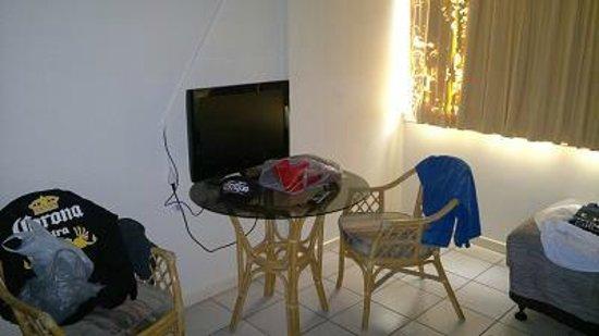 Hides Hotel Cairns: TV