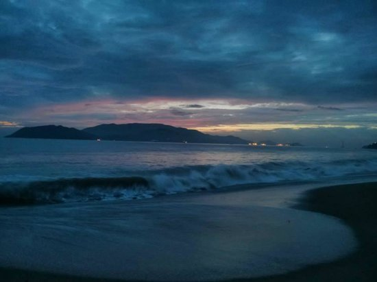 Evason Ana Mandara Nha Trang: Magniticent sunrise after the overnight wind & wave storm (remants of typhoon)